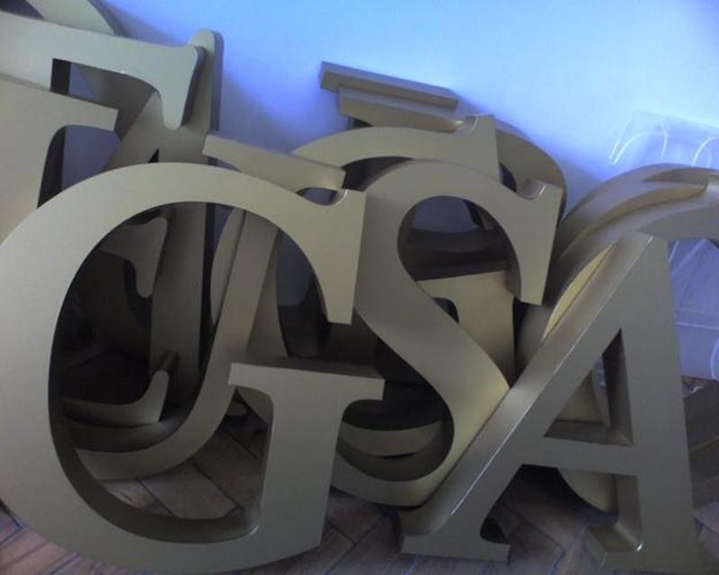 Как сделать надпись на пластмассы своими руками